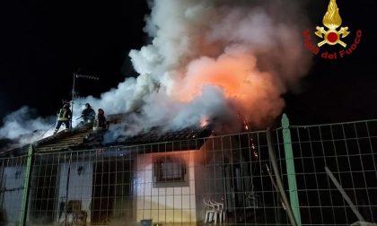 Casa devastata dalle fiamme a Invorio
