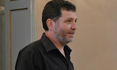 Lotto Astrazeneca bloccato in tutta Italia dopo la morte del prof che insegnava a Novara