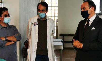 Il Presidente Cirio in visita al centro di vaccinazioni di Borgomanero