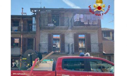 Cameri a fuoco il tetto di una casa di corte