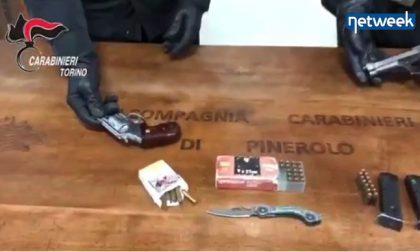 Viaggiavano in auto con due pistole (una delle due rubata nel Novarese): arrestate due persone a Pinerolo