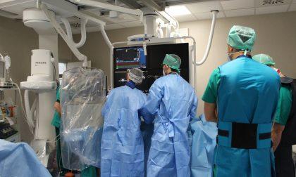 Primo importante intervento nella nuova sala elettrofisiologica al Maggiore