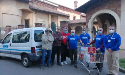 Volontari Avis consegnano colombe alla De Pagave e alla mensa di viale Curtatone