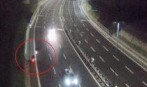Scooter contromano in autostrada: momenti di paura sulla A26