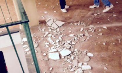 Novara crolla l'intonaco dal soffitto di una classe del Nervi: sfiorato il prof