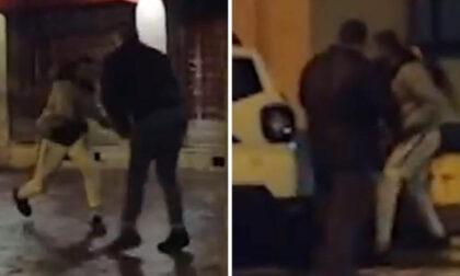 Il video dell'aggressione alla troupe di Fuori dal Coro: giornalista ferita con una catena