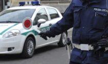 Fuga col camion rubato ma non conoscono le strade: i sensi unici li riportano davanti alla Polizia