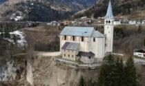 Chiesa in bilico sospesa sulla frana: il vescovo spegne anche le campane