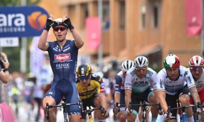Giro d'Italia: a Novara vince il belga Merlier