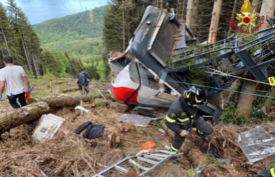 """Tragedia funivia Mottarone: sospetti sul """"forchettone"""" che non doveva essere lì"""