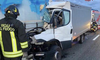 Incidente sulla A4 dopo il casello di Novara
