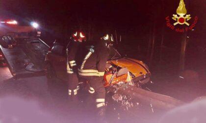 Incidente ad Armeno: macchina si incastra nel guard rail