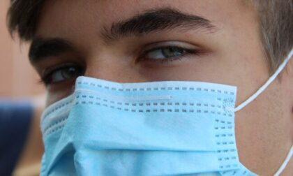 """Studenti: """"Le mascherine del Ministero puzzano e non aderiscono al volto"""""""