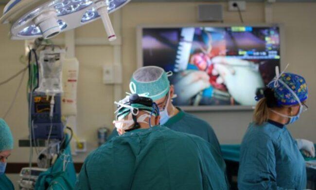 Robot asporta un tumore renale maligno su bimba di 4 anni: è la prima volta in Italia