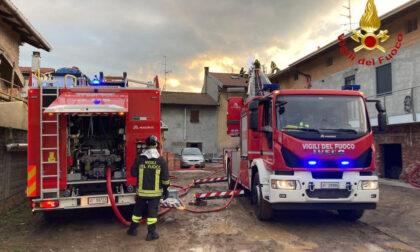 Novara incendio alla canna fumaria: vigili del fuoco in campo
