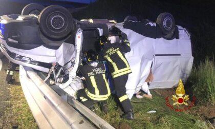 Furgoncino si ribalta in autostrada tra A4 e A26: tre i feriti