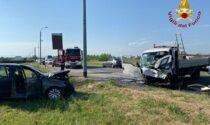 Incidente a Lumellogno: si scontrano un'auto e un furgoncino