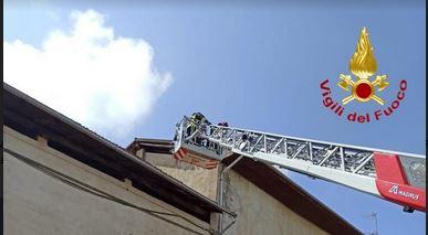 A Cavallirio sono intervenuti i vigili del fuoco per delle tegole pericolanti sulla Sp 31