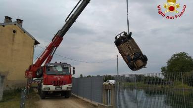 Novara recuperata auto nel canale Quintino Sella