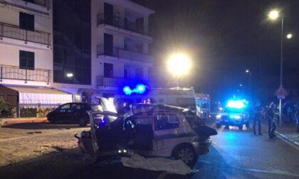 Terribile schianto a Diano Marina: muore un 19enne, gravi altri quattro giovani