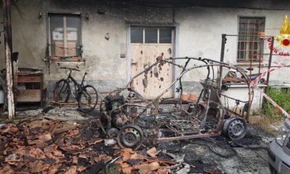 Incendio a Gattico, auto distrutta dalle fiamme