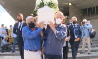 Ultimo saluto ad Aron, il piccolo di 4 anni morto nel crollo della palazzina