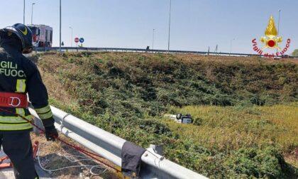 Furgoncino si ribalta in tangenziale a Novara: un ferito