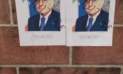 Imbrattati i manifesti del Presidente Mattarella a Gattinara