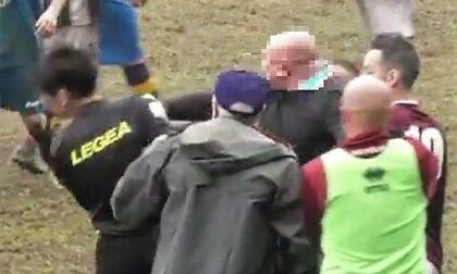 Oleggio Castello - Carpignano: mister prende a pugni l'arbitro, il video
