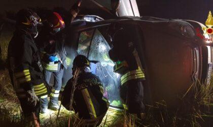 Incidente a Trecate: auto ribaltata con una persona all'interno