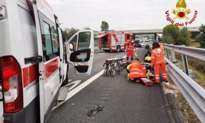 Furgone si ribalta sulla A4: intervento dei vigili del fuoco